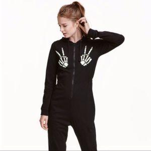 H&M: skeleton onesie